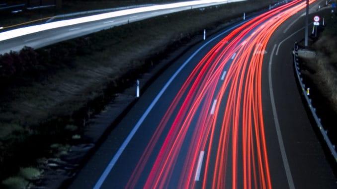 Podróżowanie po autostradzie - jak robić to bezpiecznie?